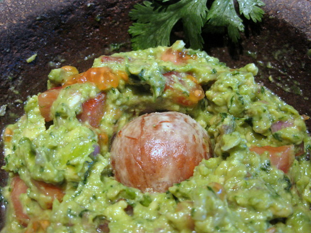 guacamole with stone-001