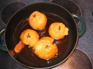 quinces in pan