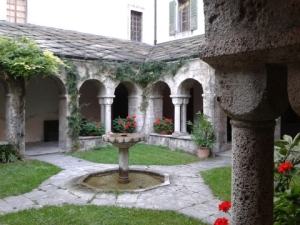 The cloister at the Abbaye Saint Maurice