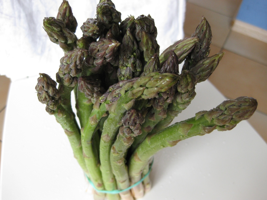 Asparagus – Green or White, a Seasonal Treat