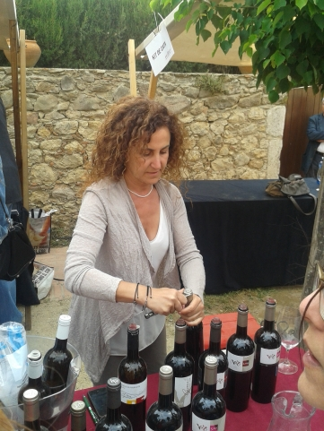 Carme Casacuberta pours wines from her Vinyes d'Olivardots range