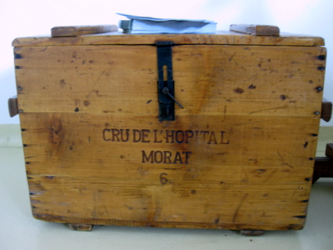 Trunk for wine, Cru de l'Hopital, copyright Sue Style
