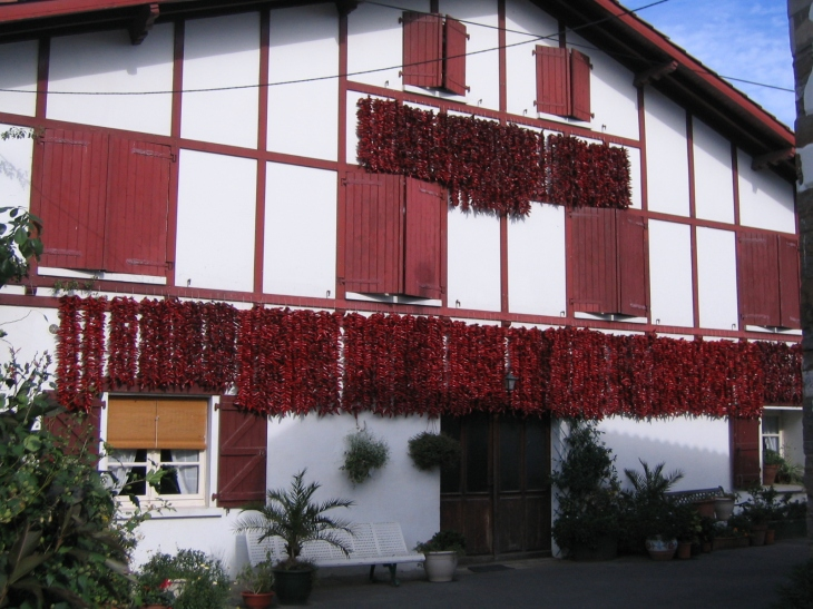 typical Basque house with Piments d'Espelette drying